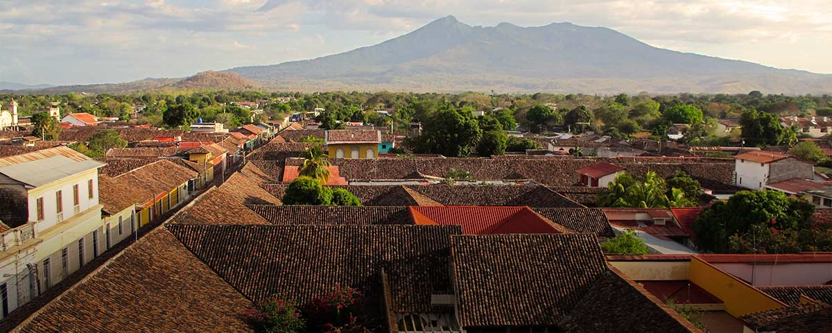 Photograph of rooftops, treetops, and mountains in Nicaragua