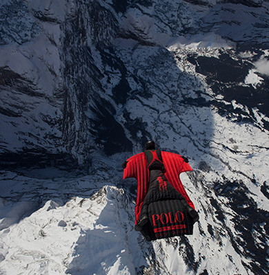 Photograph of Jokke Sommer leaning over edge of snowy mountaintop