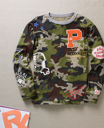 Long-sleeve camo T-shirt with patches allover.