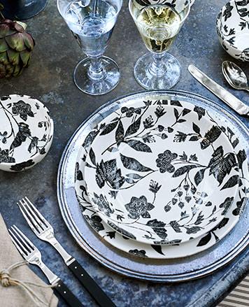 Dinner plates with black garden vine motif