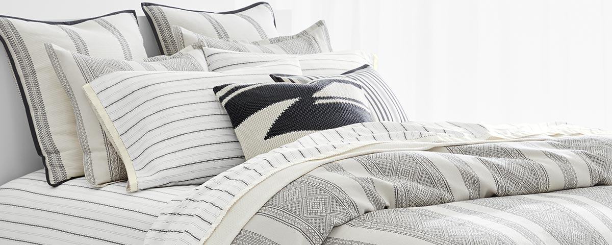 Bed with striped sheeting in white u0026