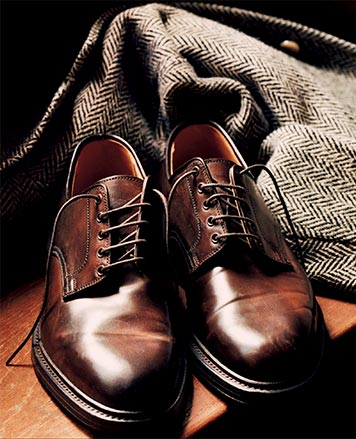 Pair of brown oxford calfskin shoes