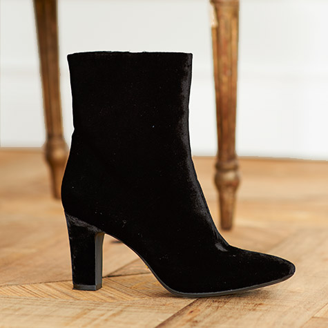 Black velvet heeled bootie.