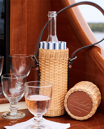 Wicker wine tote with leather handle