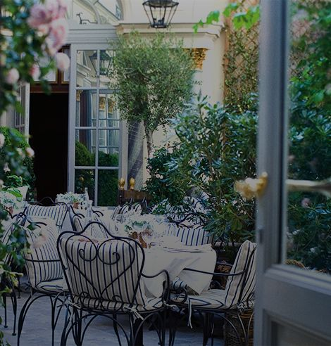 Outdoor dining space at Ralph's in Paris