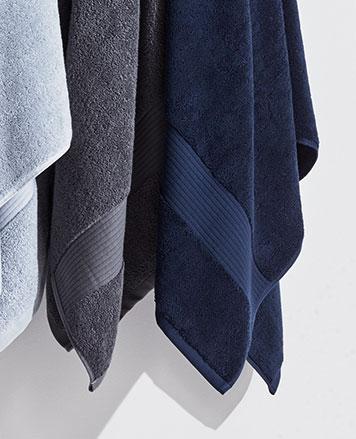 Bath towels in shades of blue & grey