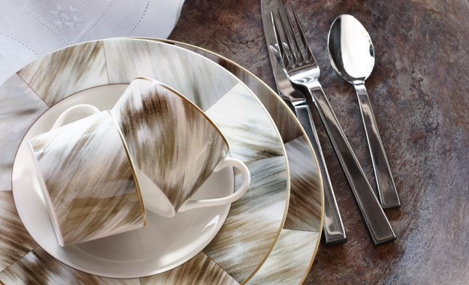 Mugs & plates with horn-inspired neutral-hued motif