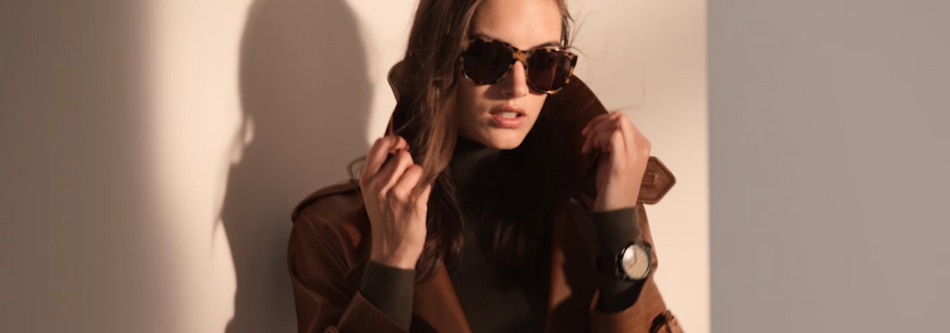 Video of woman wearing brown leather trench coat & other RL icons