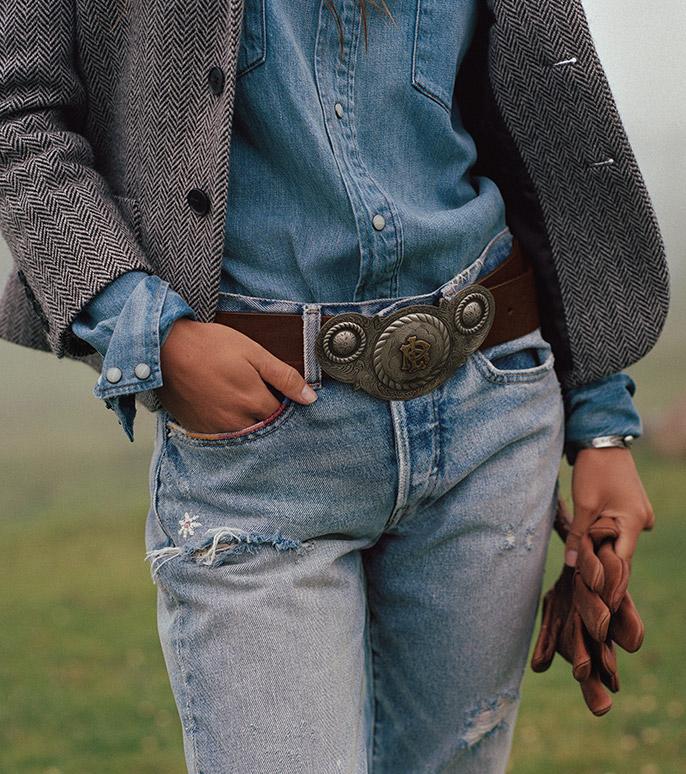 Woman in cropped herringbone blazer & light-wash jeans