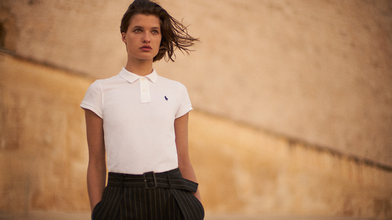 Woman in slim-fitting white Polo shirt