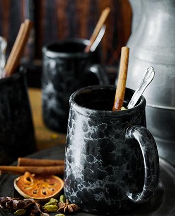 Rustin black mug with marble motif