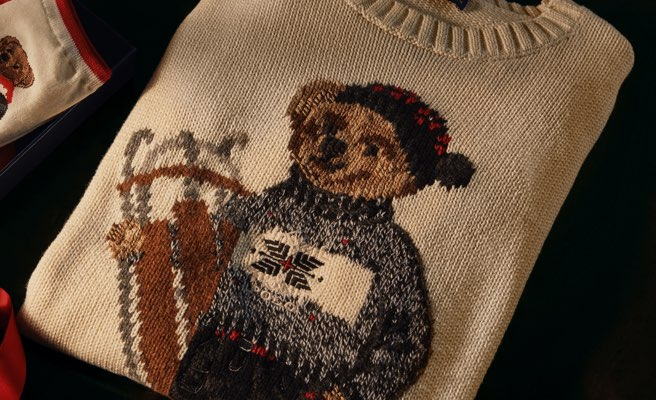 Cream crewneck sweater with motif of Polo Bear carrying sled